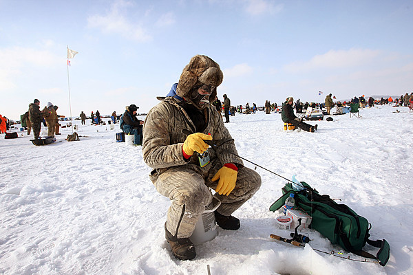 Free fishing weekend in michigan february 13th and 14th for Mn ice fishing regulations
