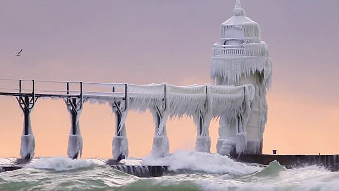 St Joseph S North Pier Lighthouse Looks Amazing In Winter